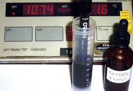 Un paio di gocce di acqua calcarea fermano i processi di formazione degli odori nel contenuto del bicchiere di raccolta incrementando il valore di pH.